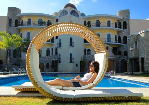 Piscina da esterno accessori per giardino for Arredi per piscine